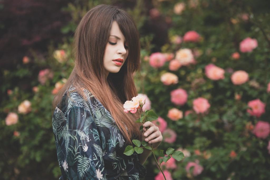 E' pieno e voluttuoso il lungo che si carica di caldi e morbido riflessi rosati.